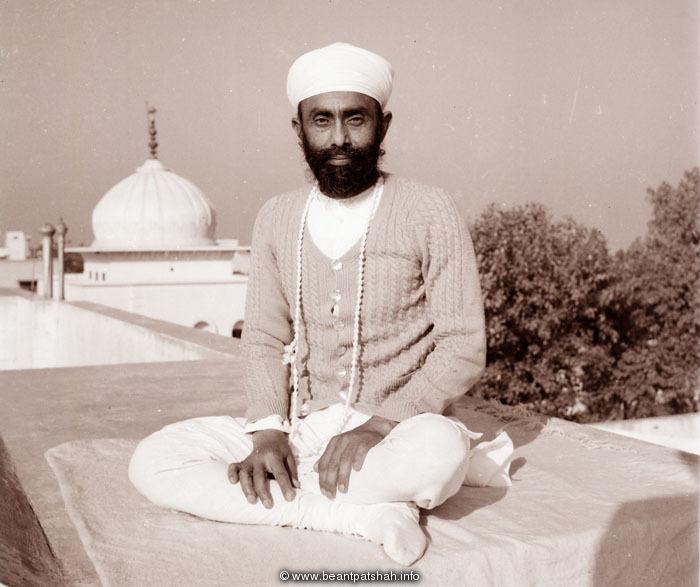 http://www.beantpatshah.info/images/akaalpurakh-14-10-2010.jpg